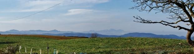 02.- D'esquerra a dreta la Mola, el Montcau i Montserrat